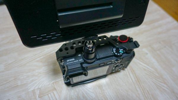 Andoer LEDビデオライトとカメラのサイズ比較