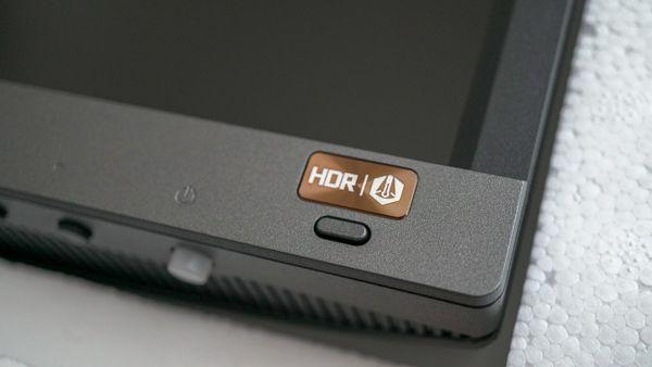 BenQの2018年最新4K液晶ディスプレイ EW3270U HDRオンオフボタン