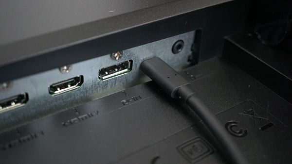 BenQの2018年最新4K液晶ディスプレイ EW3270U同梱のUSB Type-Cケーブル
