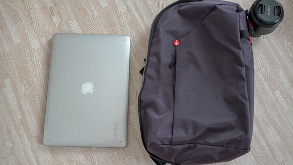 Manfrotto MB NX-S-IGY-2 にMac Book Airを入れてみる