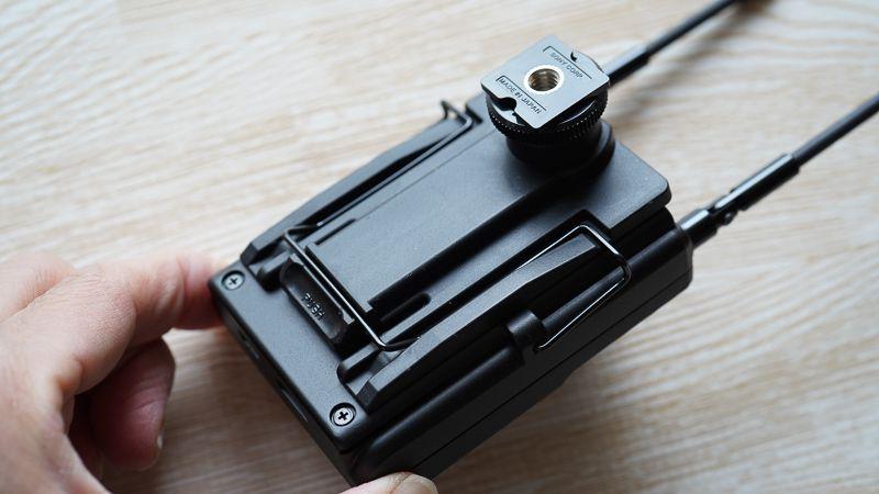 URX-P03にシューマウントアダプターを取り付けた写真