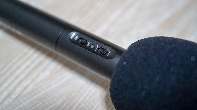 ゼンハイザーMKE600のローカットフィルタースイッチの写真