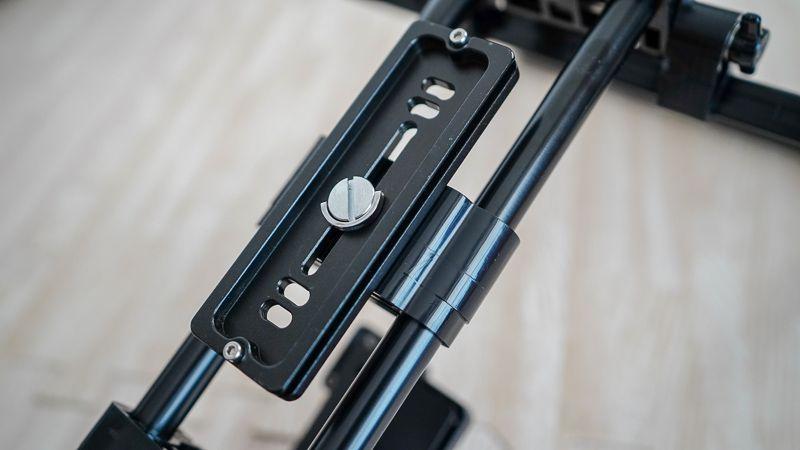 TARION クイックリリースプレートをテレプロンプターに装着