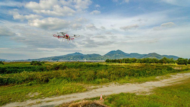 九州ドローンスクールの練習機飛行風景